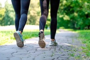 Andar después de andominoplastia