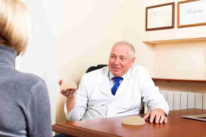 Colocar prótesis en mamoplastia Lalinde