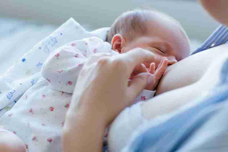 Cómo es la mama lactancia materna