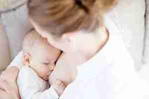 Mito cirugía pecho lactancia