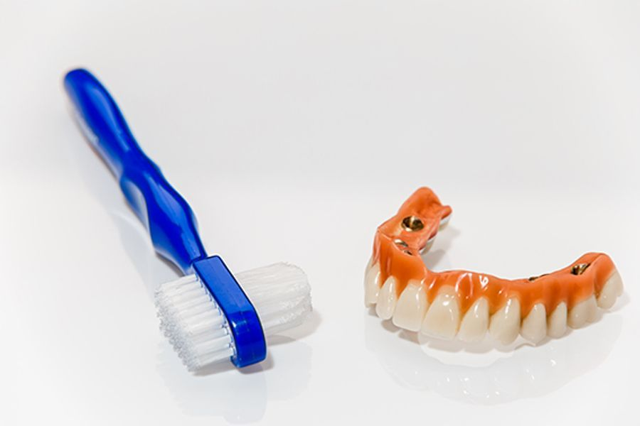 Cómo limpiar prótesis dental